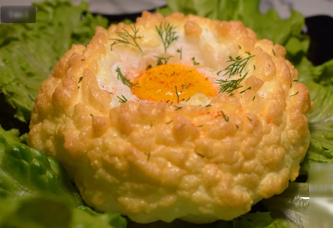 Когда мне хочется особенно вкусную яичницу, я готовлю её так