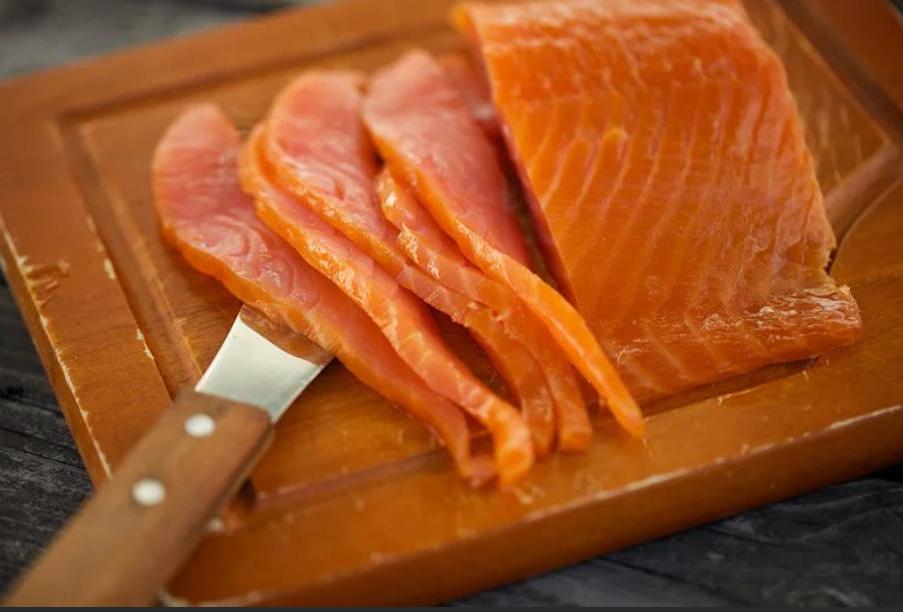 Для праздничного стола всегда готовлю пирог с лососем и луком пореем. Гостям очень нравится