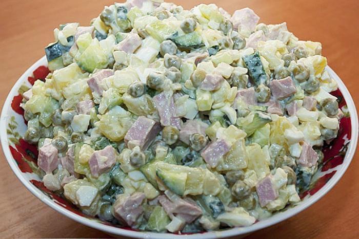 Добавляю в овощи ваниль и натираю тарелку чесноком: делюсь хитростями, которые использую для придания яркого вкуса домашнему салату