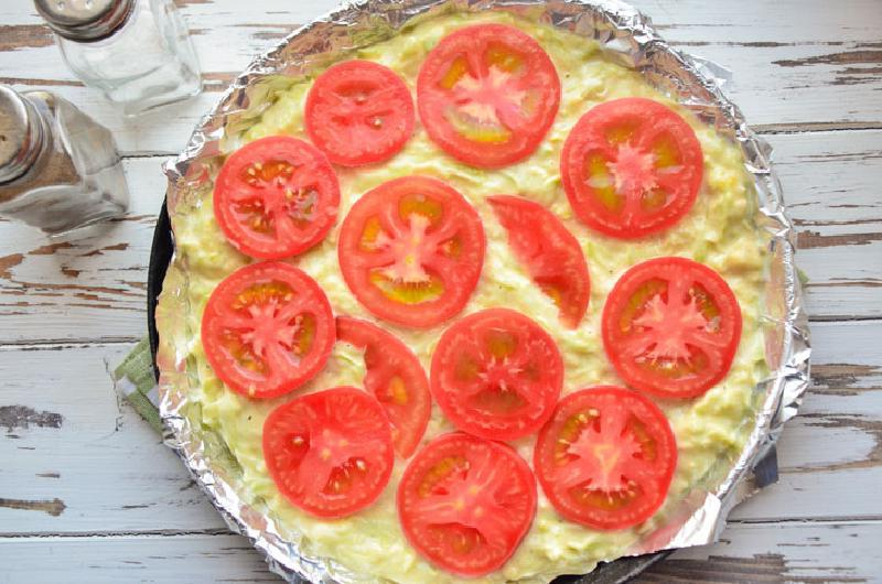Лучшая пицца для тех, кто сидит на диете: кабачковая пицца с помидорами и сыром. С таким тестом вы точно не наберете лишние килограммы