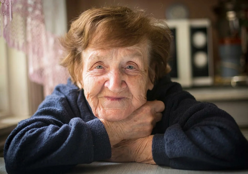 Согласился тренировать в шахматы бабушку и навещал ее 5 лет. Я прослезился от того, что она мне оставила…