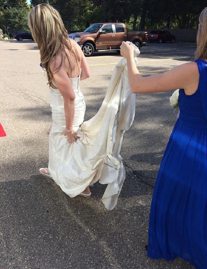 Невеста позволяет чужим людям решать, как пройдет ее свадьба: она открыла личный сайт, где проводит голосования