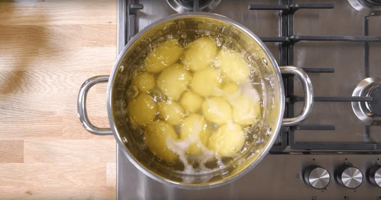 Кожу смягчит и на кухне поможет: 6 причин не выливать картофельный отвар