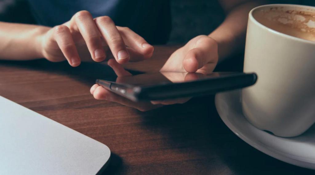 Согласно недавним исследованиям, около 10 % людей разорвали отношения с реальными друзьями из-за социальных сетей