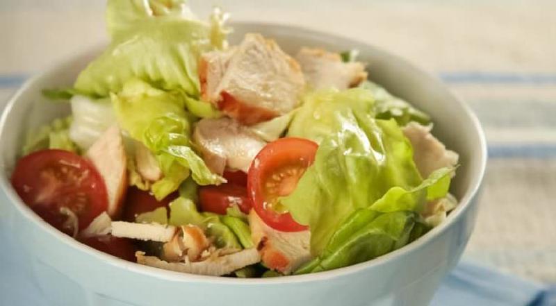 """3 мясных салата, которые придутся по вкусу каждому: гранатовый салат """"Слоеный"""" и другие"""