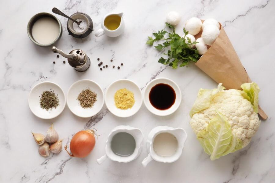 Любимый рецепт моей мамы: стейки из цветной капусты с грибным соусом. Вкусно, полезно и сытно