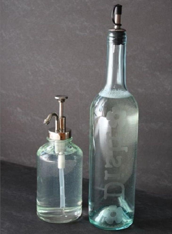У вас есть красивые бутылки из-под вина? Из них можно создать люстру, стаканы и другие интересные вещи