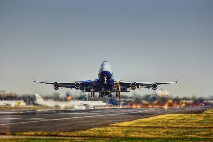 Билеты на самолет могут подорожать: европейские страны призывают ввести авиационный налог, чтобы защитить окружающую среду