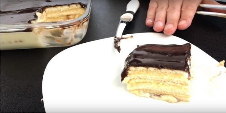 Когда дети просят сладенького, готовлю им быстрый торт без выпечки: это само воплощение нежности
