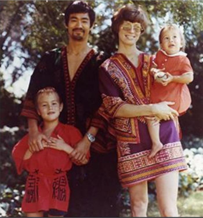 Брюса Ли нет с нами уже 46 лет: как выглядят и живут сегодня его дочь и жена