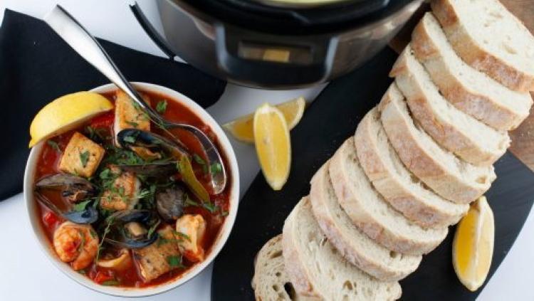 Фирменный итальянский рецепт: тушеная рыба с томатной основой. Пальчики оближешь