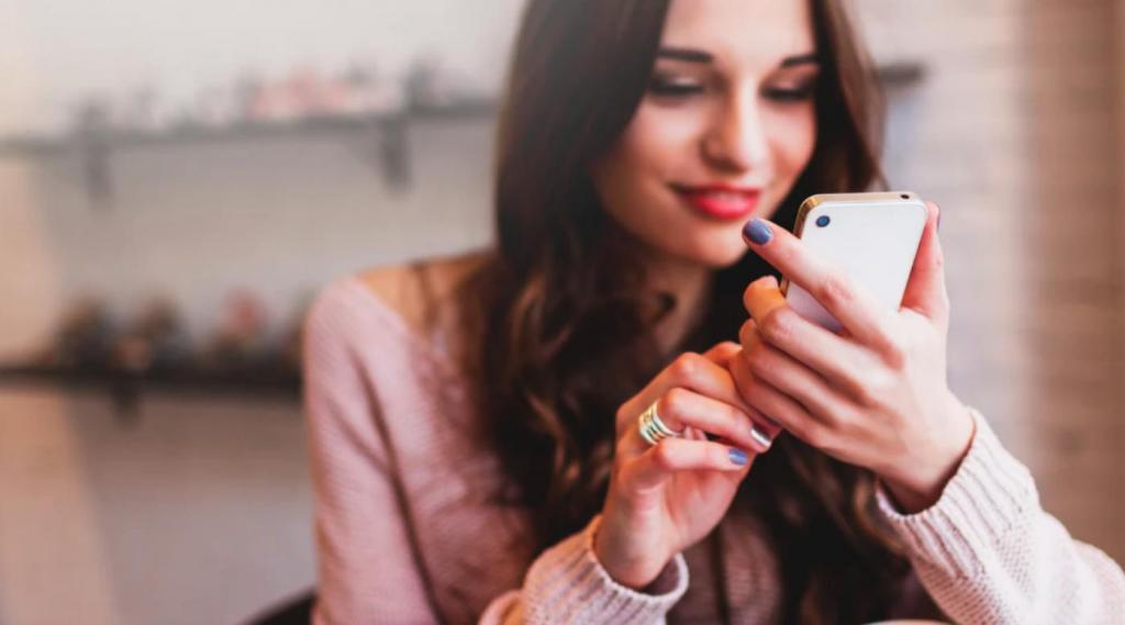 По словам психологов, наш мозг реагирует особым образом на уведомления в телефоне