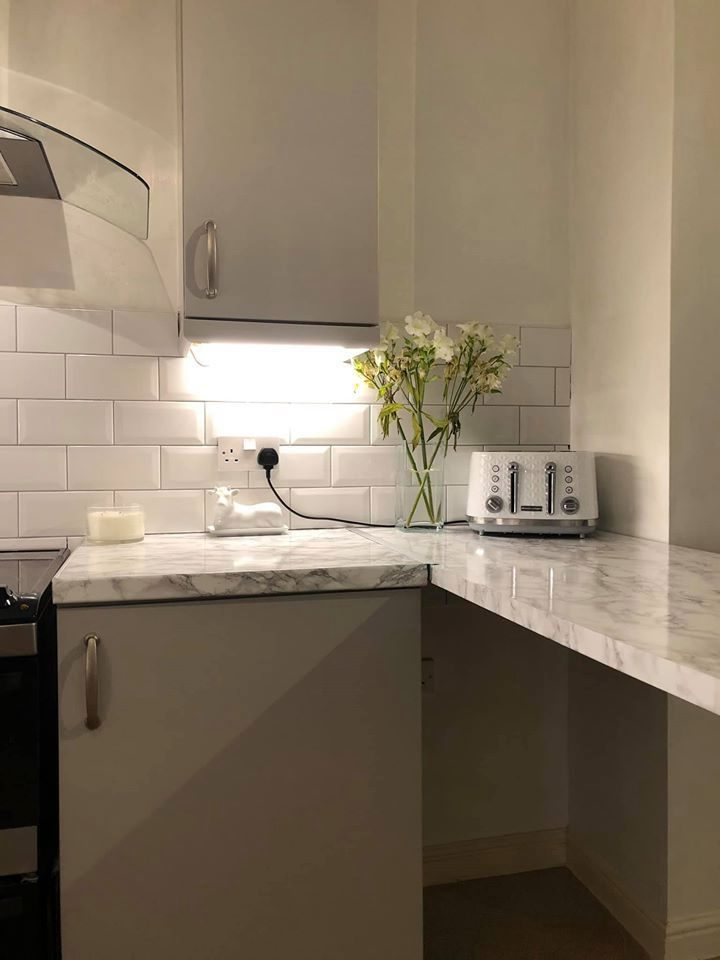 Пока дети спали, а муж был на работе, мама решила сделать ремонт на кухне: фото