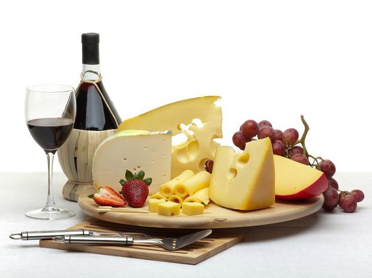 6 лучших комбинаций вина с едой: почему холодные мясные закуски не стоит подавать к красному вину