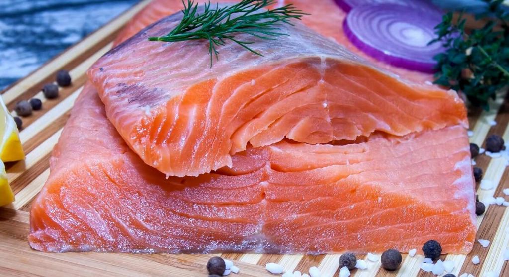 Чтобы кости и зубы были крепкими: в каких продуктах фосфора больше, чем в красной рыбе (нужно кушать сыр, кедровый орех и сухое молоко)