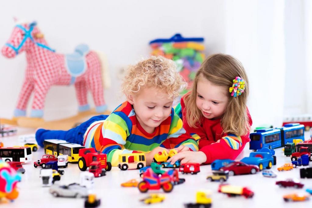 Ребенок станет более творческим: почему стоит покупать меньше игрушек