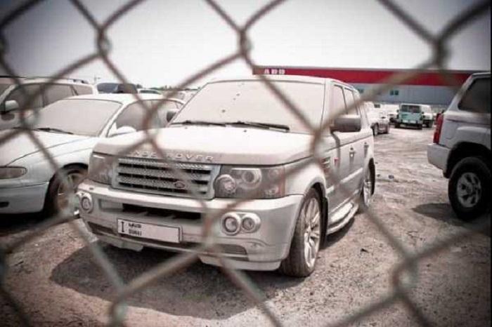 В 2009 году многие люди забросили свои дорогие авто в Дубае: теперь они стоят без хозяев (фото)
