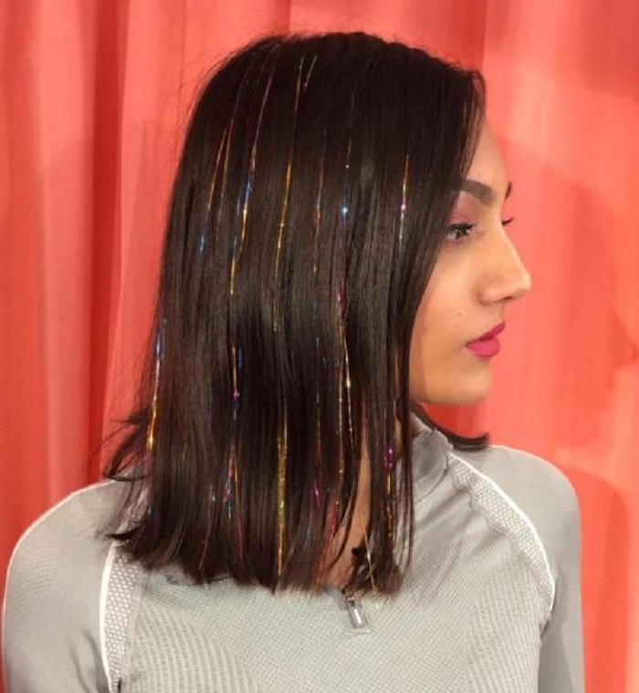 Привет из 90 х: мишура для волос снова в моде   что это, как использовать и примеры звезд