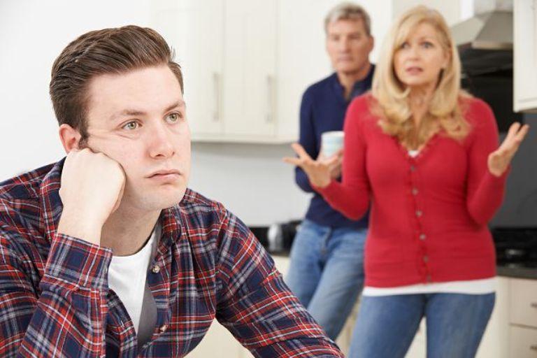 Взрослый сын требовал у родителей купить ему квартиру. Те отказались и услышали в свой адрес оскорбления