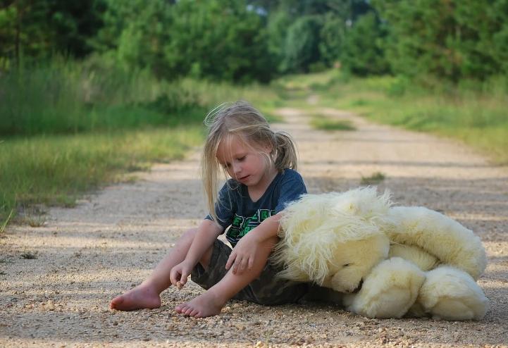 Ей было 3 года, когда она попала в детский дом. Она помнила только громкий, настойчивый плач малыша.