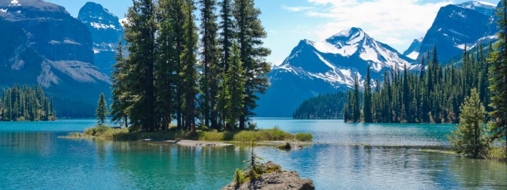 Будь они окружены горами или врезаются в дикие ландшафты: удивительные озера украдут ваше дыхание