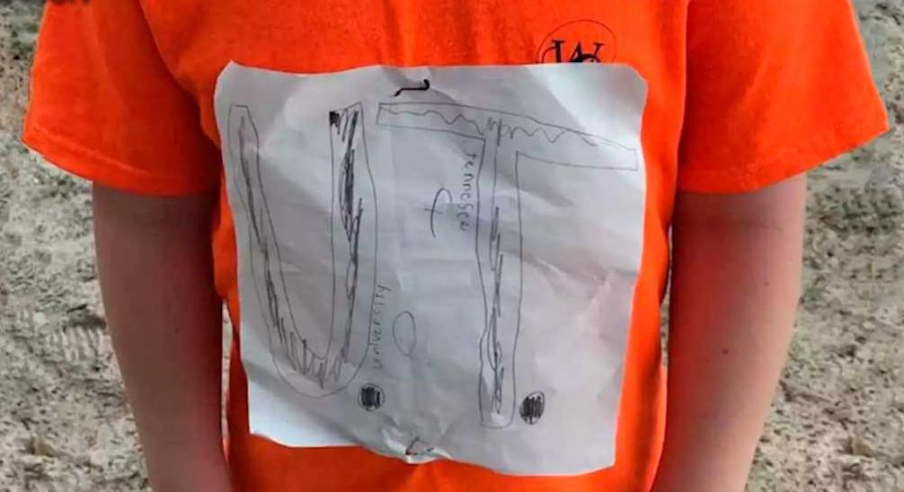 Дети смеялись над одноклассником, а зря. Простой лист бумаги сделал его знаменитым