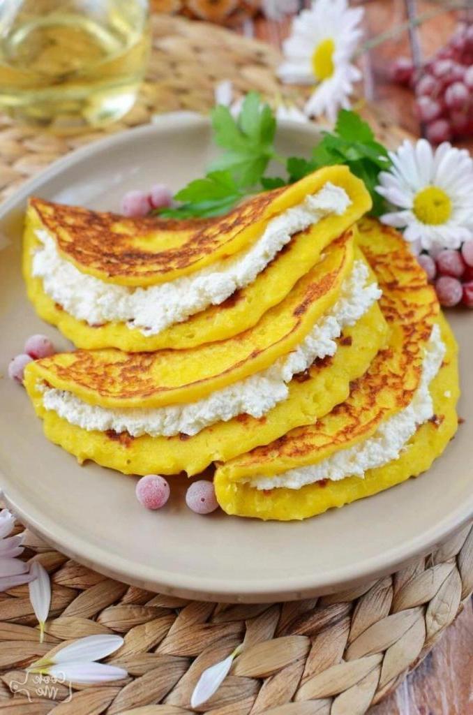 Подруга поделилась рецептом вкусного блюда: венесуэльские кукурузные пирожные. Пальчики оближешь!