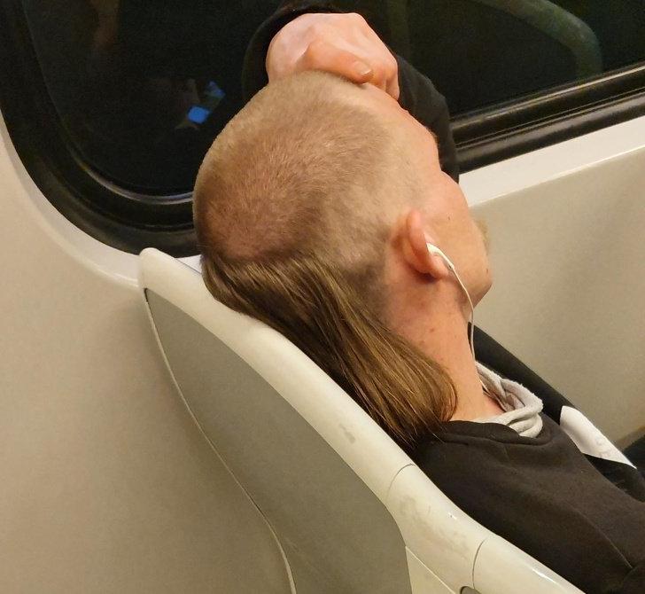 10 фотографий людей, которым просто необходимо поменять парикмахера