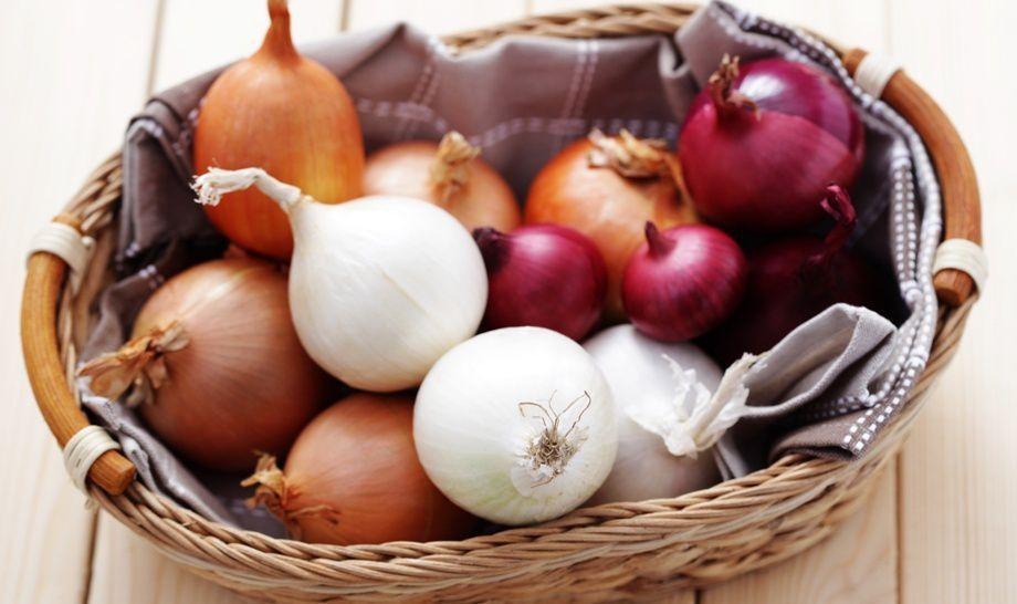 Красный лучше есть сырым: повар поделился секретами, как подобрать лук к блюду, чтобы было очень вкусно