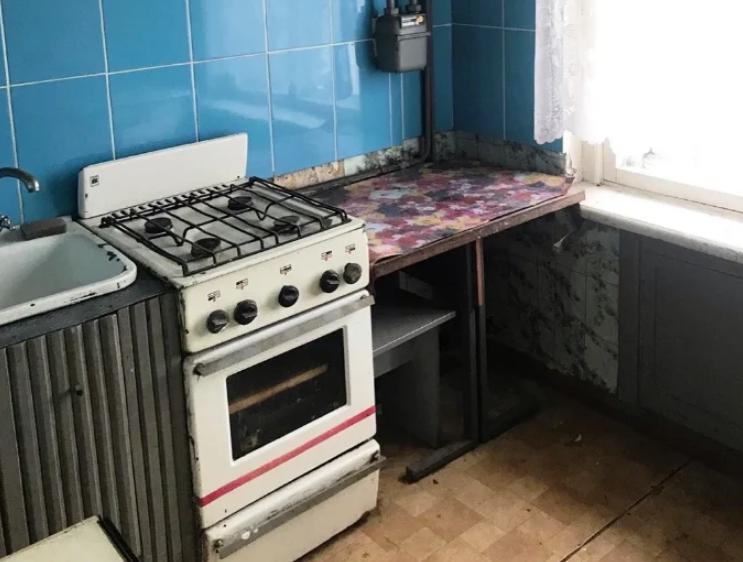 Муж старался сделать ремонт в кухне, а он никому не понравился. Фото До и После