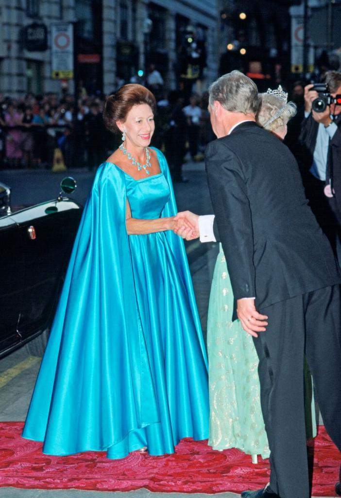 Принцесса Маргарет   младшая сестра королевы Елизаветы II с особым стилем в одежде: какой она запомнилась миру (фото)