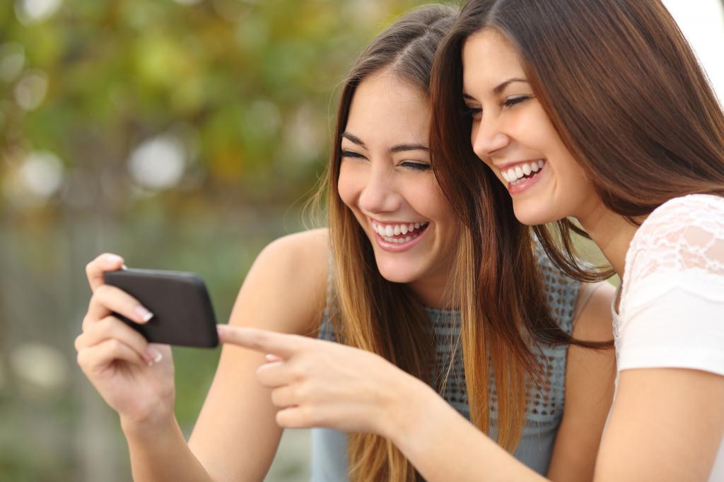 Равнодушие к вашим проблемам, неумение сохранить ваши секреты: признаки того, что рядом с вами не настоящие друзья