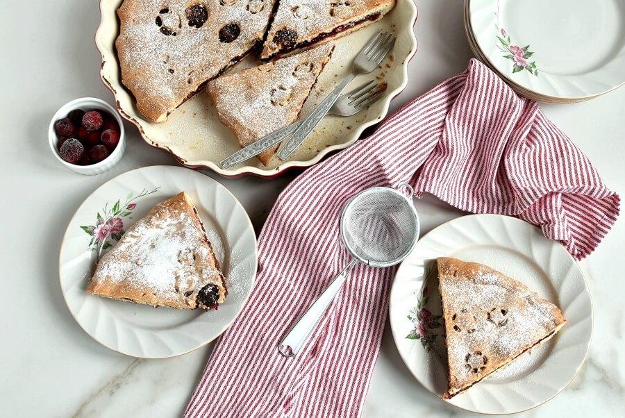 Рецепт приготовления вкусного пирога с начинкой из клюквы и грецкого ореха