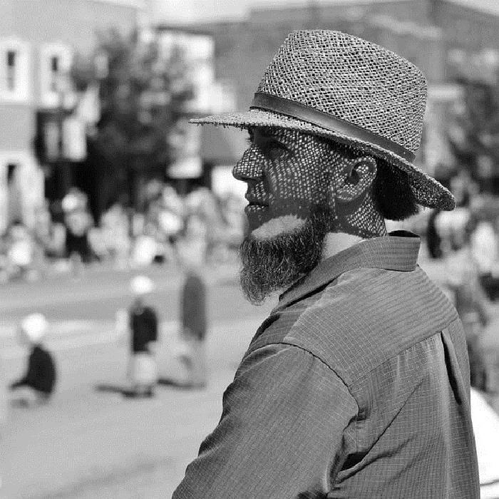 Куклы без лиц, нет электричества и машин: любопытные факты о жизни амишей