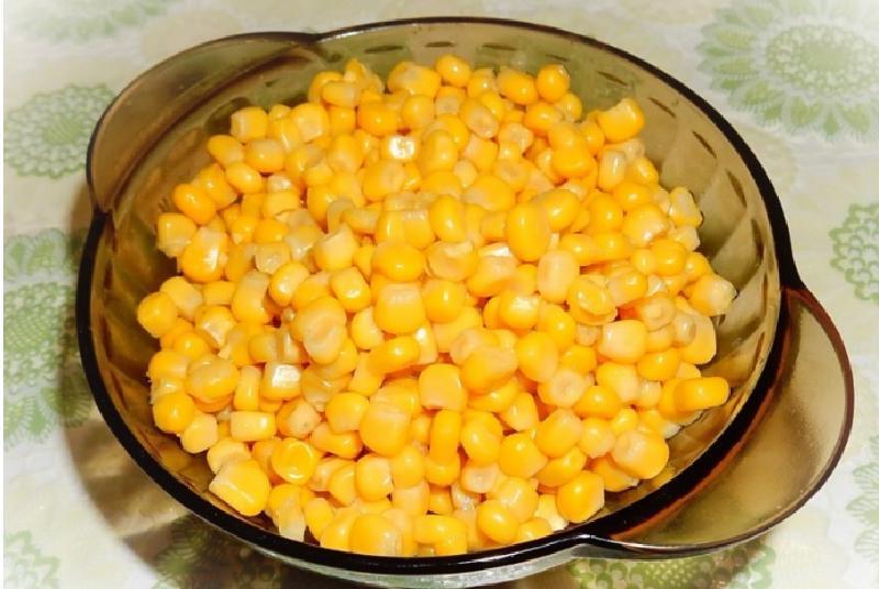 В салат с крабовыми палочками я добавляю кислое яблочко, получается особый, изысканный вкус: рецепт