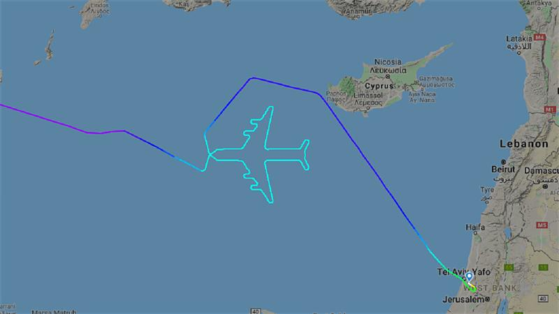 Пилот пролетел маршрут в форме гигантского реактивного самолета над Средиземным морем, чтобы отметить последний рейс