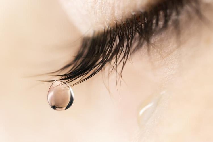 Рыдай и теряй килограммы: ученые выяснили, что плач помогает похудеть