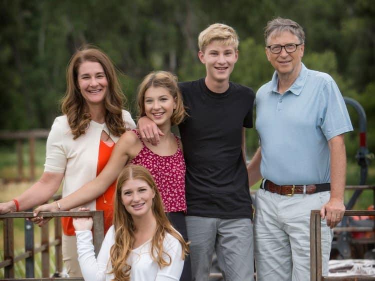 Билл и Мелинда Гейтс в браке уже 25 лет — но до сих пор вместе моют посуду