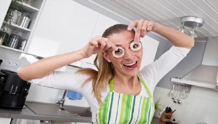 Многие не любят резать лук, но в Индии считают, что это очень полезно для здоровья глаз