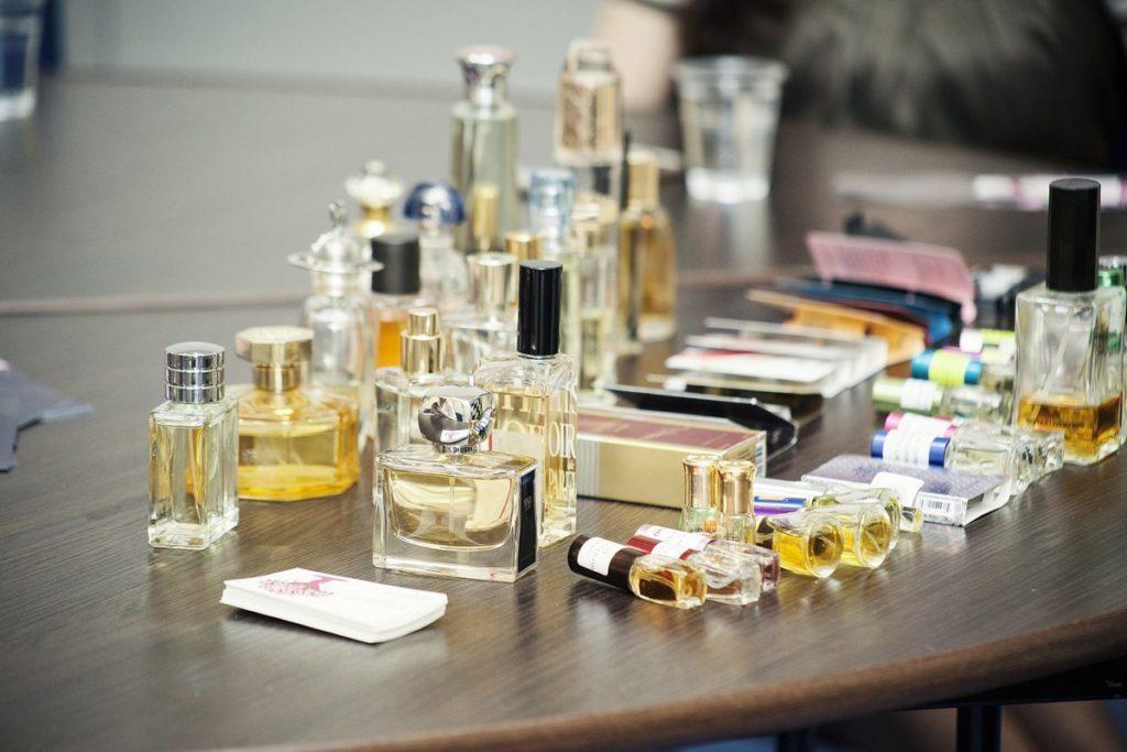 Эксперты рассказали, как вкусно пахнуть: душить надо пупок