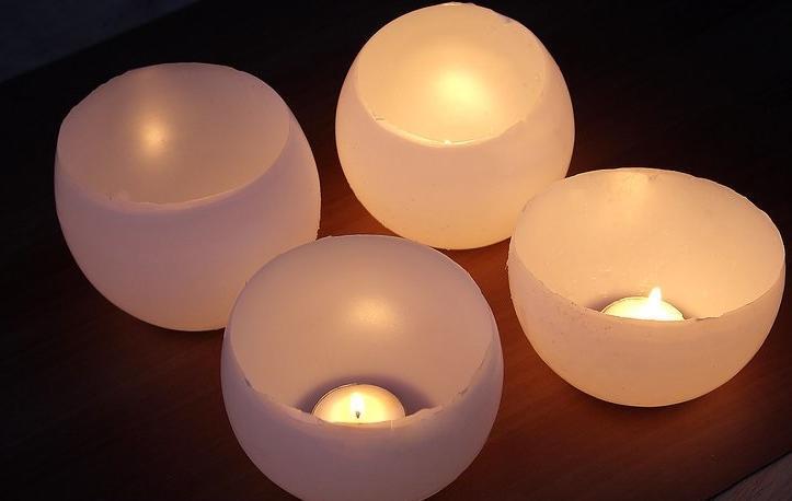 Как я делаю красивые светильники из воска: минимум затрат и простой способ