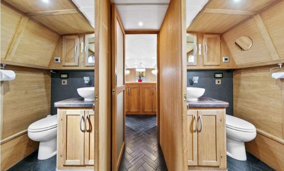 Пожилые супруги купили плавучий домик: как он выглядит внутри (фото)