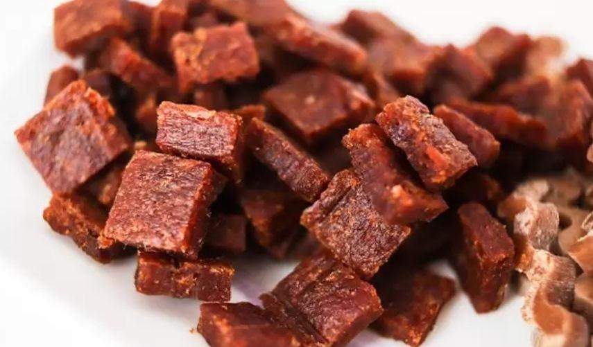 На завтрак – букашки, на ужин – таракашки: ученые призывают заменить мясо в меню питомцев насекомыми