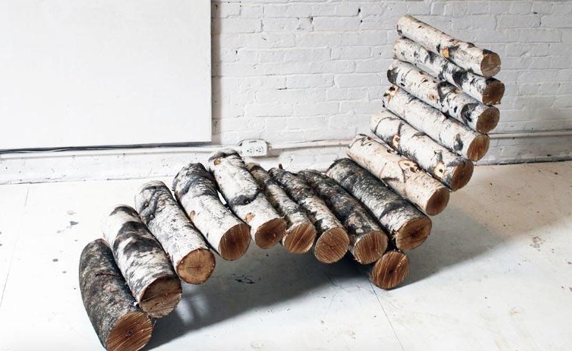 Натуральное дерево всегда хорошо смотрится в интерьере: как сделать красивый лежак из необработанных бревен