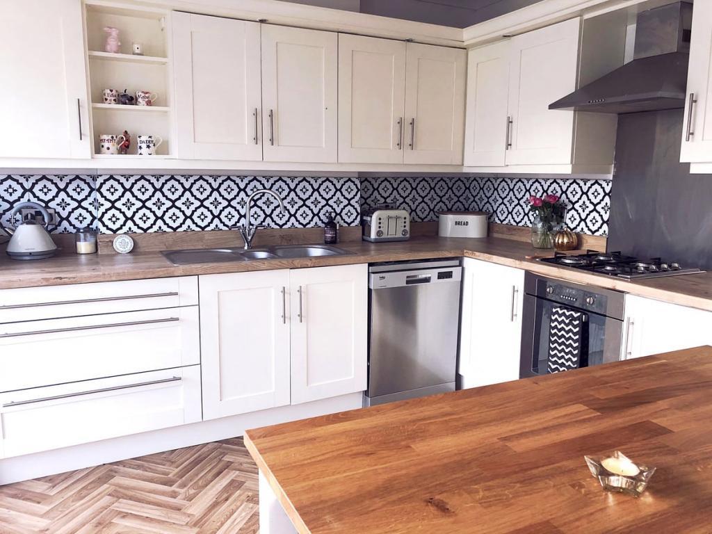 Девушка решила преобразить свою кухню самостоятельно, чтобы сэкономить деньги: фото результата