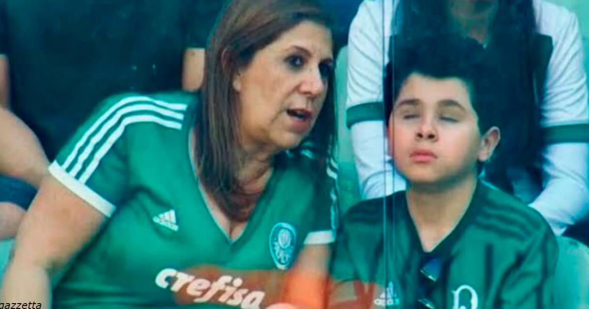 Мама привела слепого сына на стадион - и всю игру объясняла, что происходит на поле