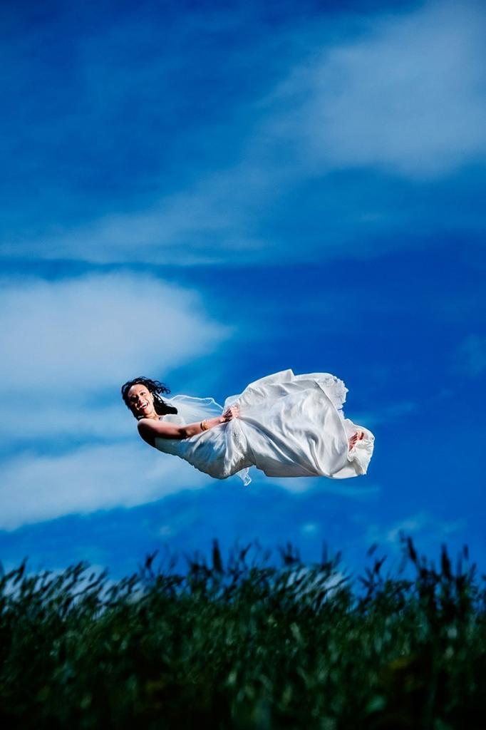 Невеста в воздухе?! Лучшие свадебные фото за последние 10 лет