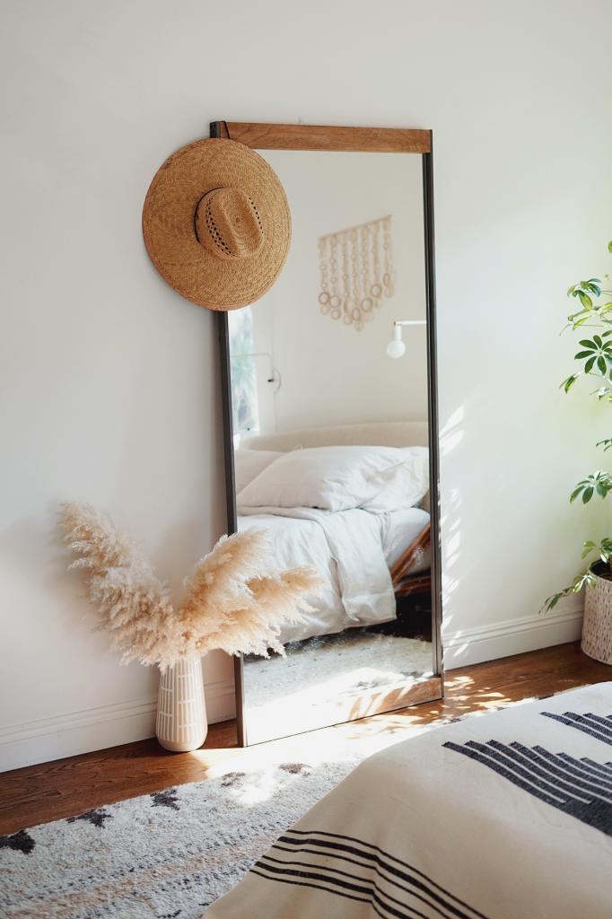 Идеально круглое или старинное винтажное: какое зеркало подобрать к интерьеру вашей спальни