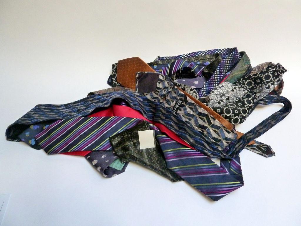 Легкий способ удивить подруг стильным нарядом: никто даже не догадается, что это платье сшито из галстуков