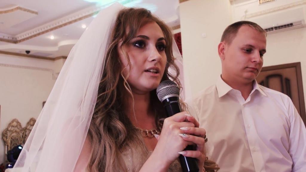 Невеста во время свадьбы решила сказать тост. Услышав его, свекровь незамедлительно покинула торжество